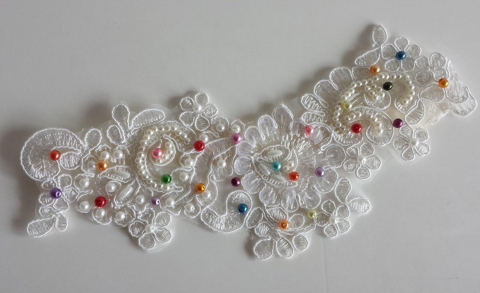 Krajkový luxusní ivory podvazek - fuchsiové perly - Obrázek č. 4