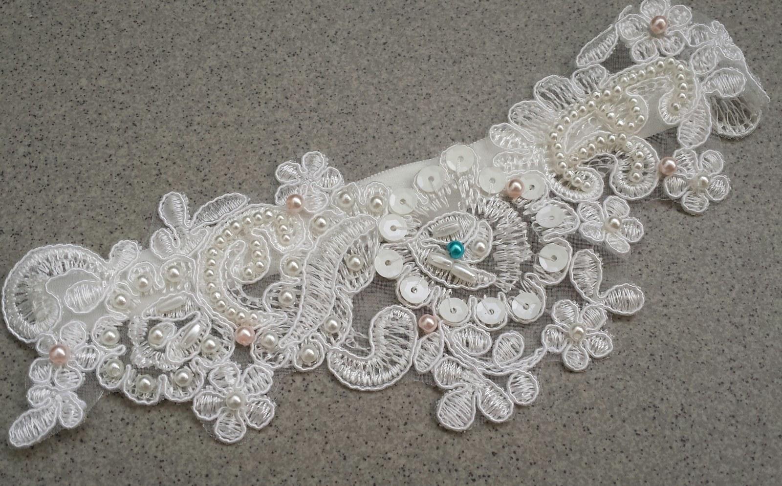 Krajkový luxusní ivory podvazek sv. růžové perly - Obrázek č. 1