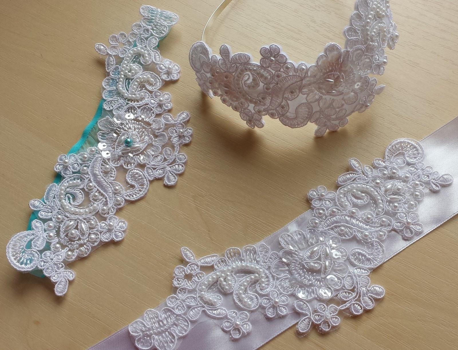 Krajkový luxusní ivory podvazek sv. růžové perly - Obrázek č. 3