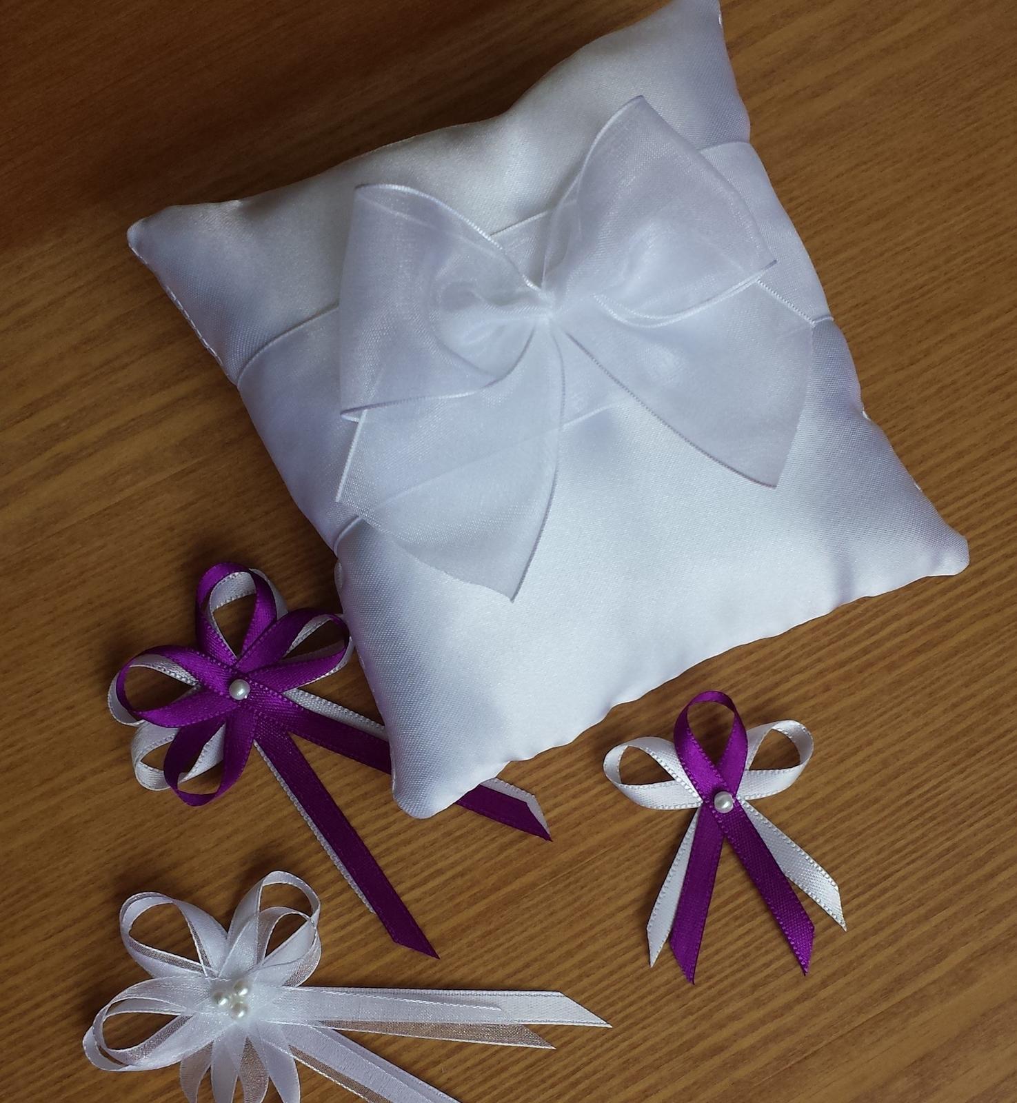 Fialové svatební vývazky s perličkou - Obrázek č. 1