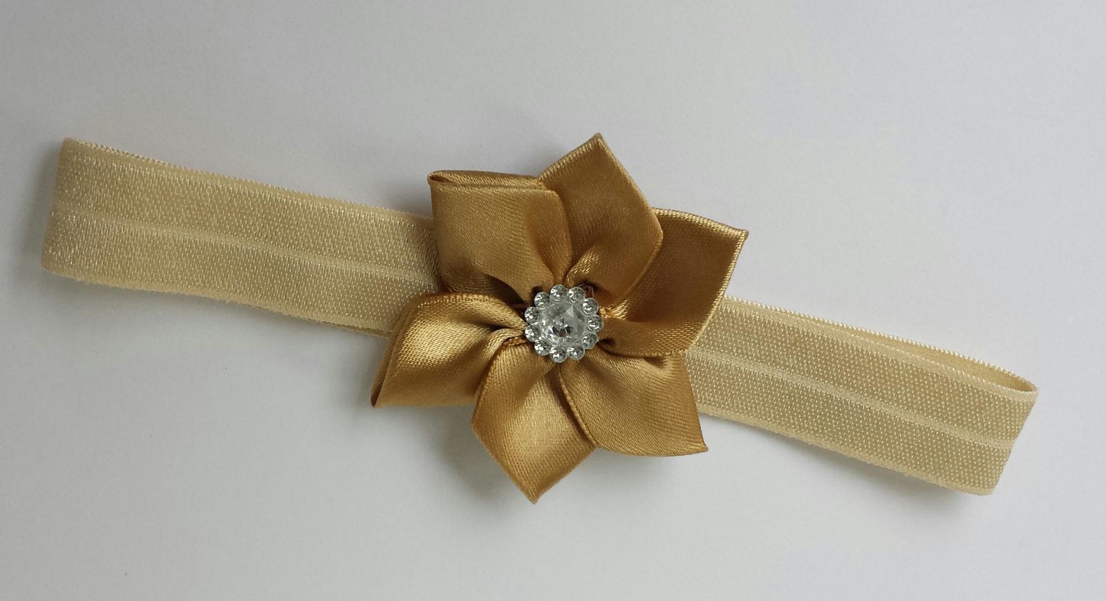 Čelenka pro malou družičku zlatý kanzashi kvítek - Obrázek č. 1