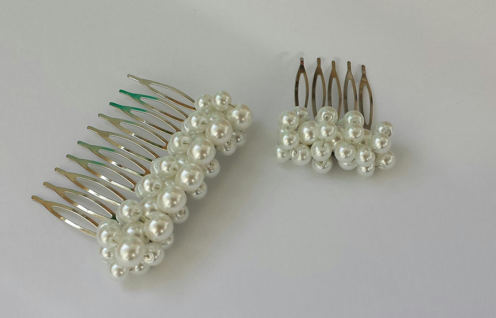 Bílý perličkový svatební hřebínek -  malý - Obrázek č. 1