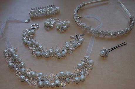 Bílý perličkový svatební hřebínek - střední - Obrázek č. 2