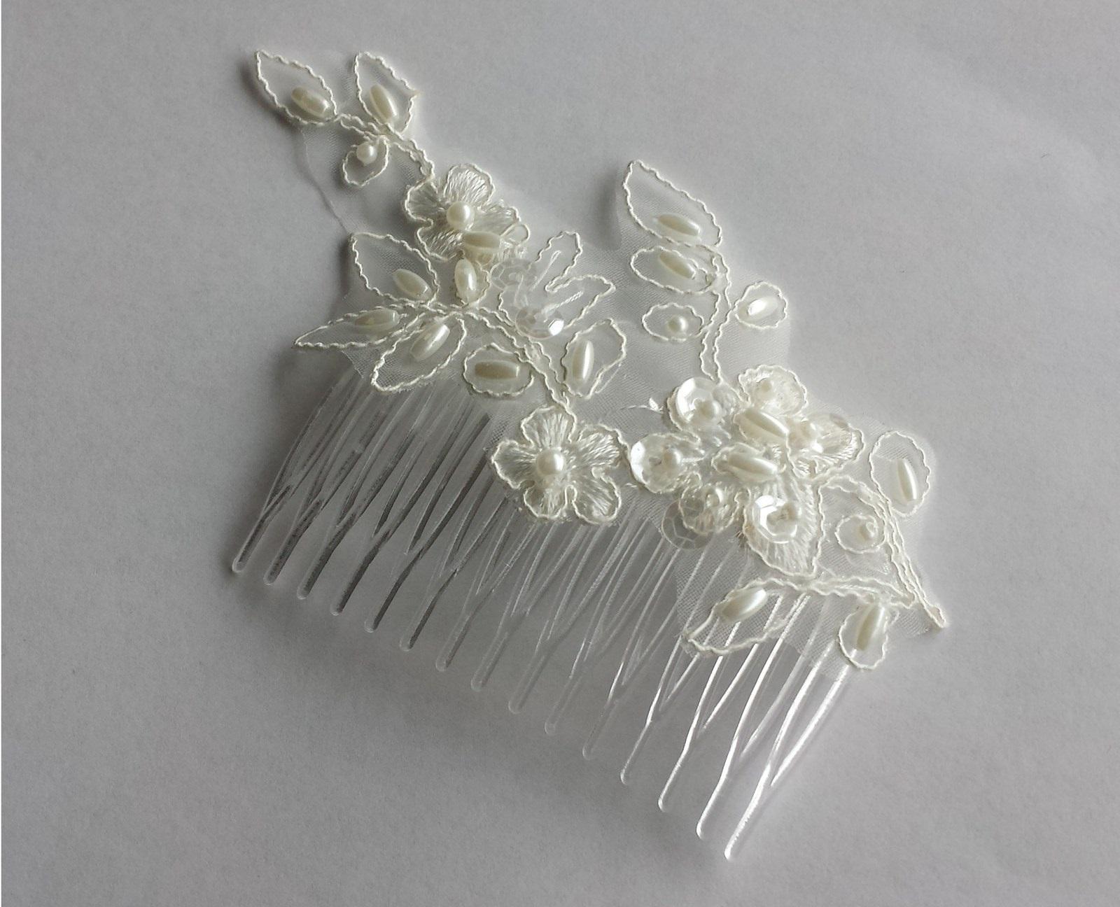 Ivory svatební hřebínek s krajkou a perličkami - Obrázek č. 1