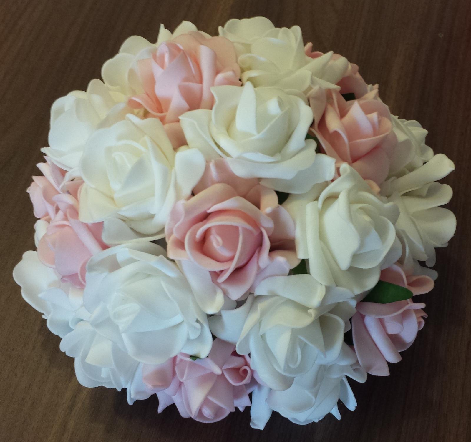 Buket na svatební auto bílá a růžová - Obrázek č. 1