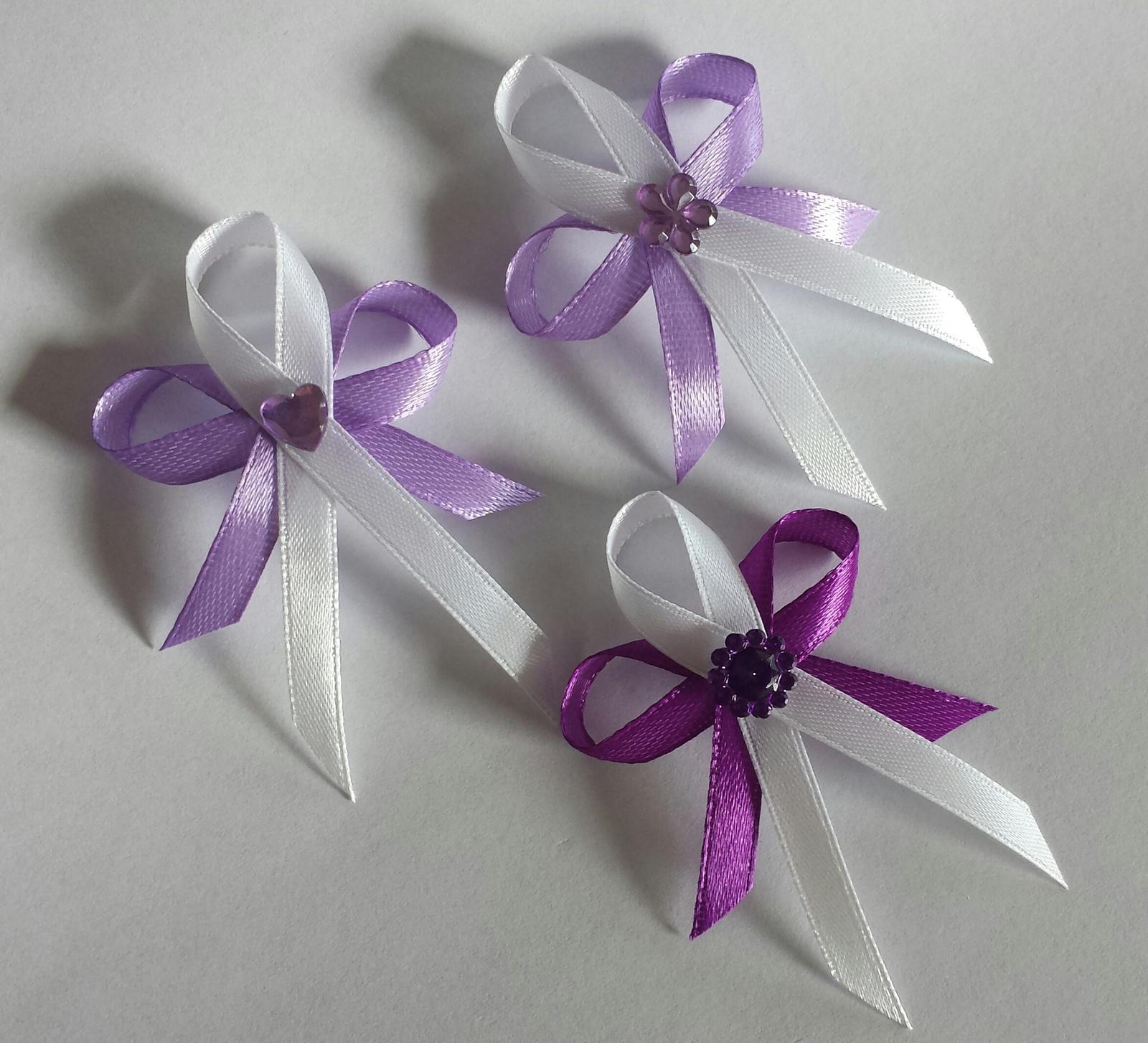 Lila vývazky s kytičkou - Obrázek č. 1