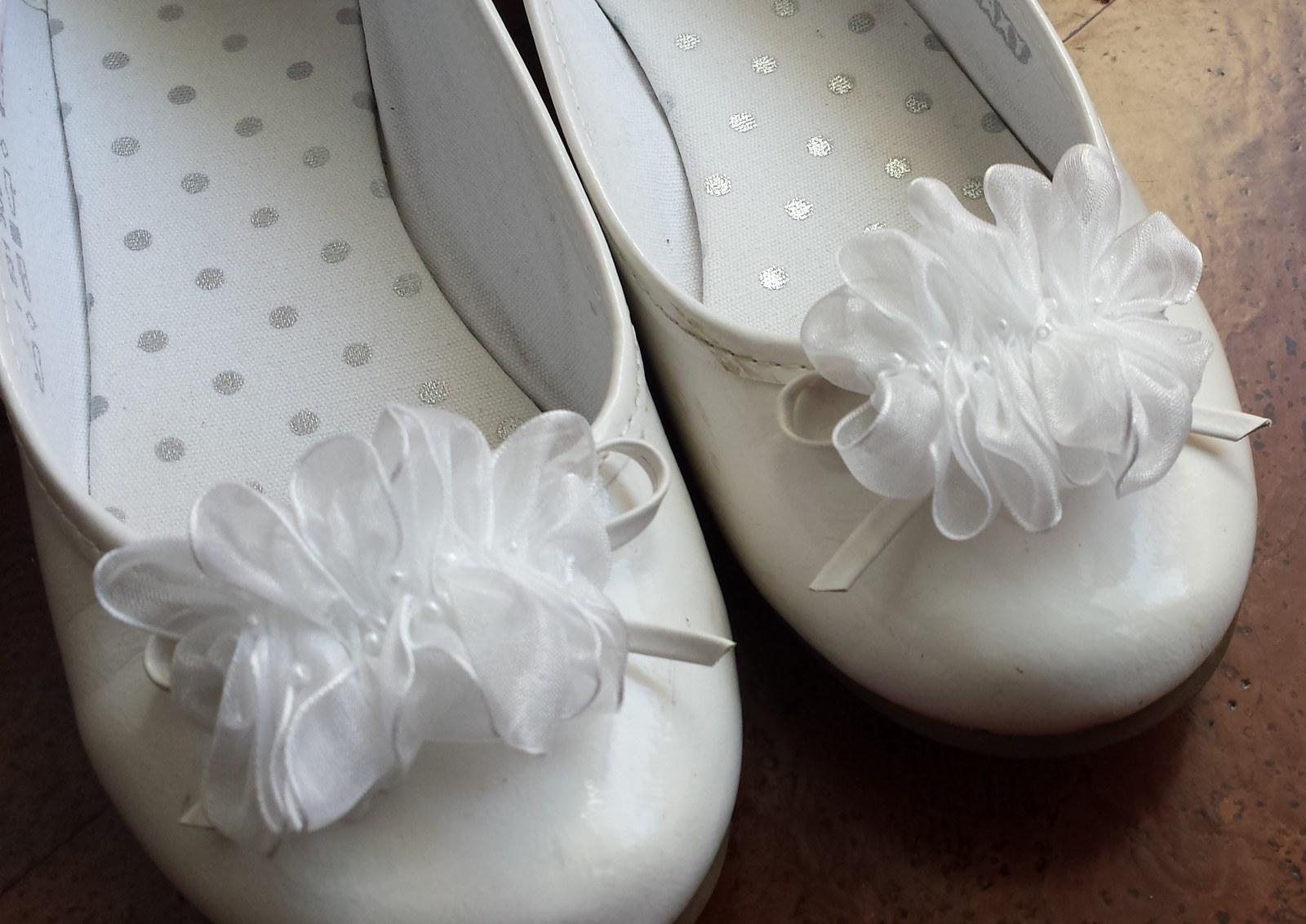 Klipy na boty pro nevěstu-bílá šifonová aplikace - Obrázek č. 1