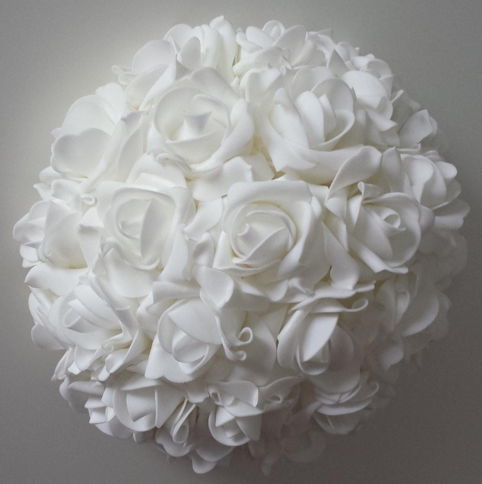 Buket na svatební auto v barvě bílé - Obrázek č. 1
