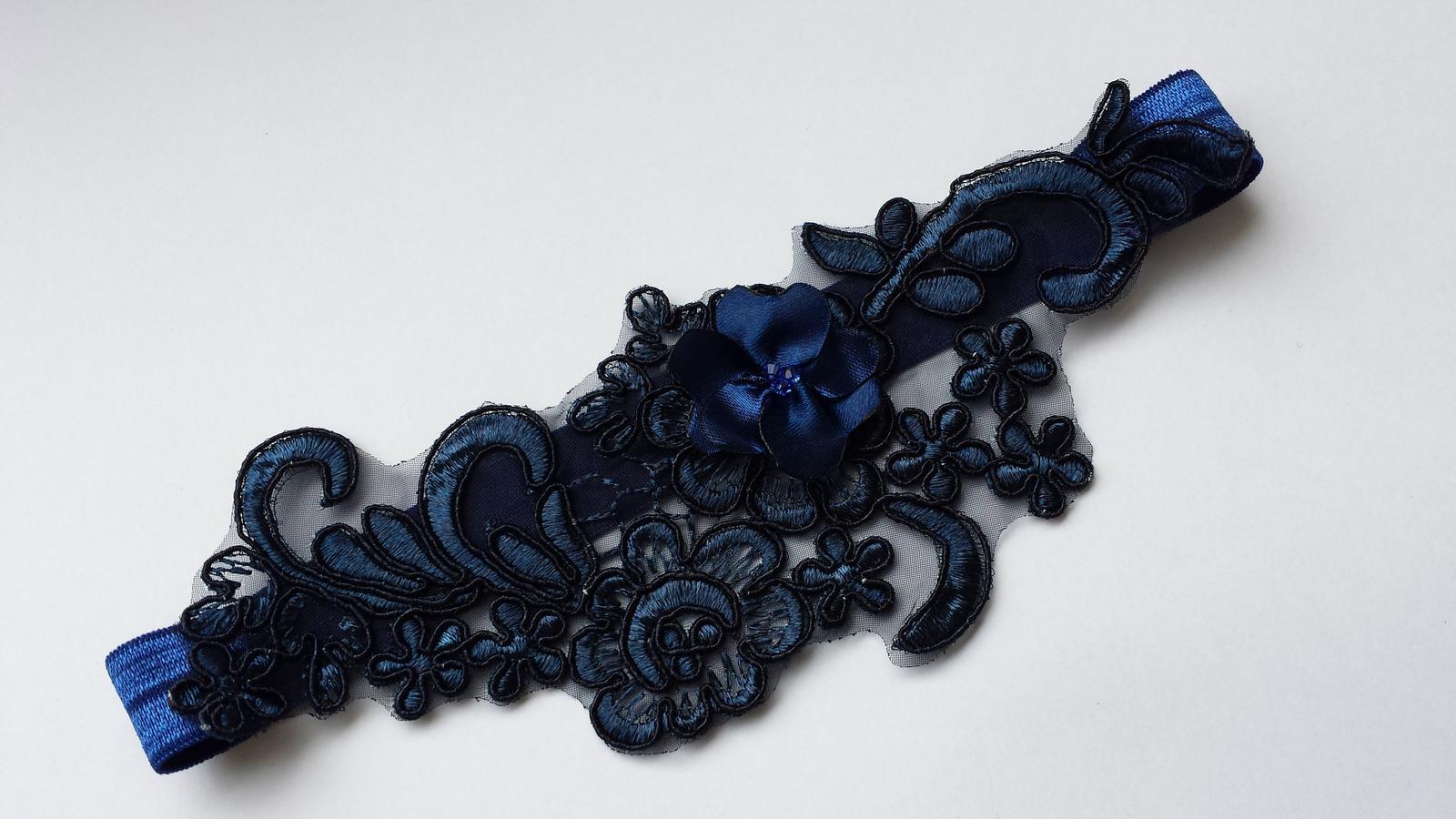 Krajkový luxusní tmavě modrý podvazek vel. XS-L - Obrázek č. 1