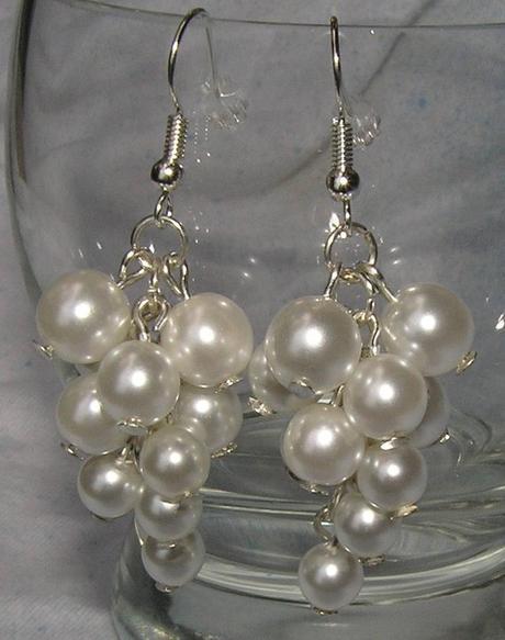 Bílé naušnice - hrozny s barvou vaší svatby - Obrázek č. 1