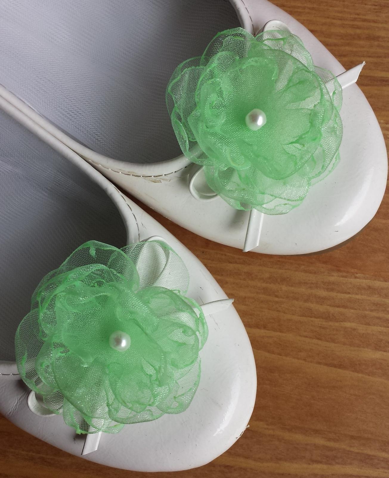 Klipy na boty pro nevěstu - zelenkavý květ - Obrázek č. 1