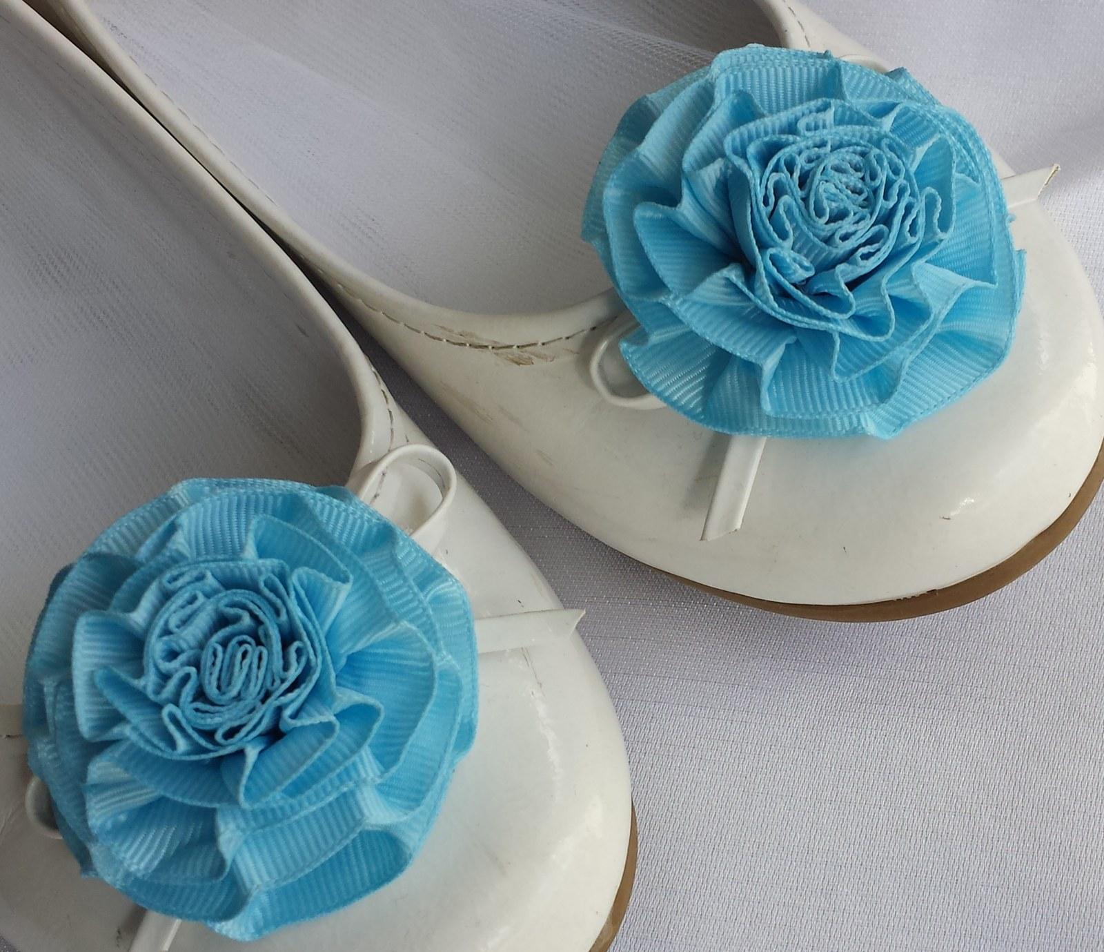 Klipy na boty pro nevěstu s modrou květinkou - Obrázek č. 1