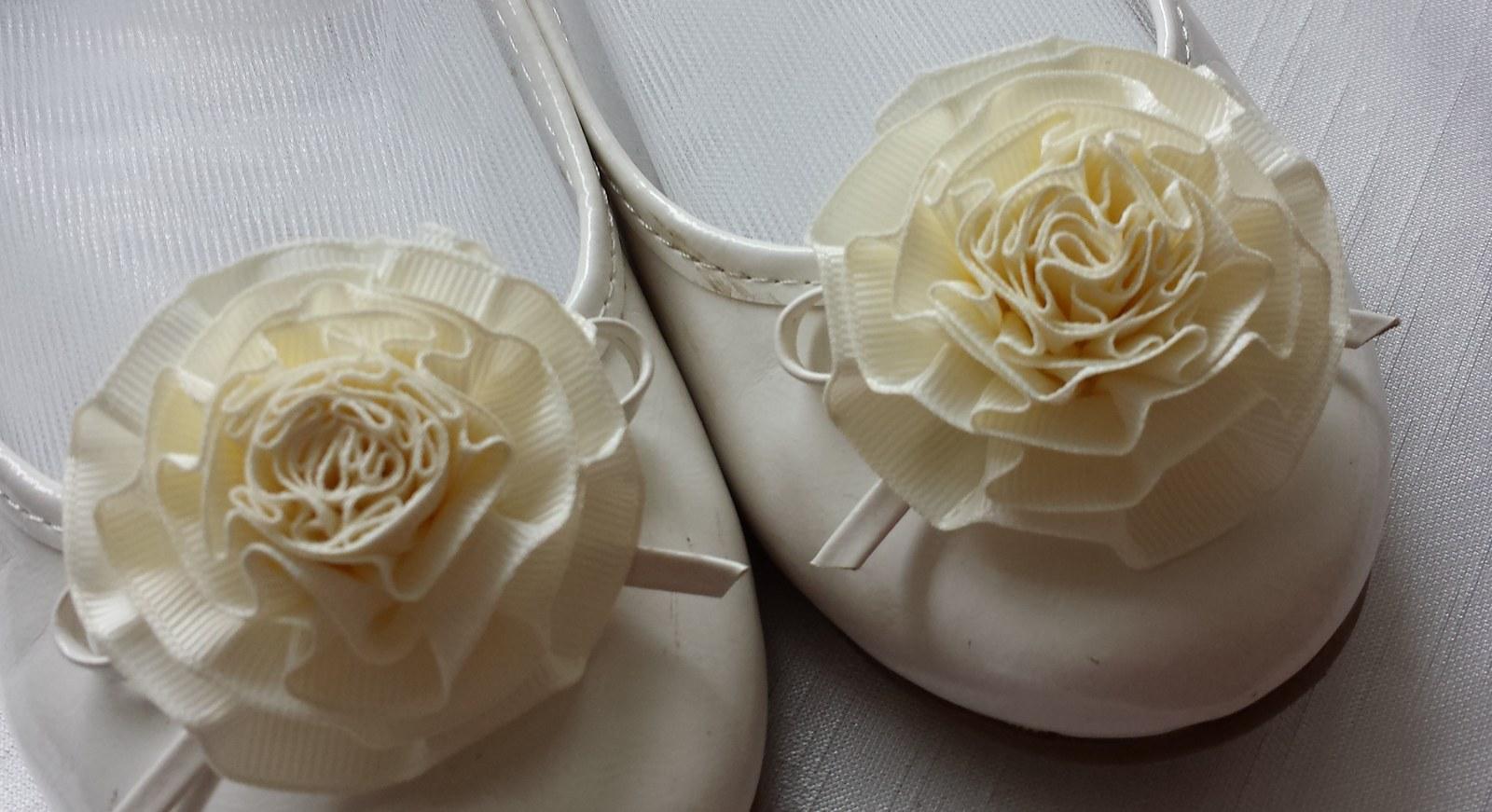 Klipy na boty pro nevěstu s ivory květinkou - Obrázek č. 1