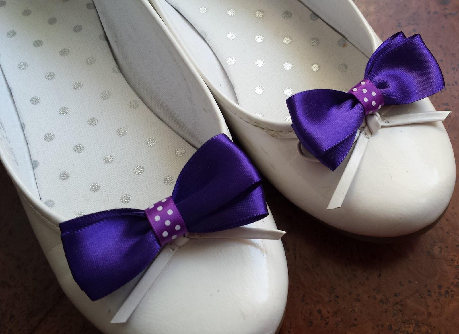 Klipy na boty pro nevěstu s fialovou mašličkou - Obrázek č. 1