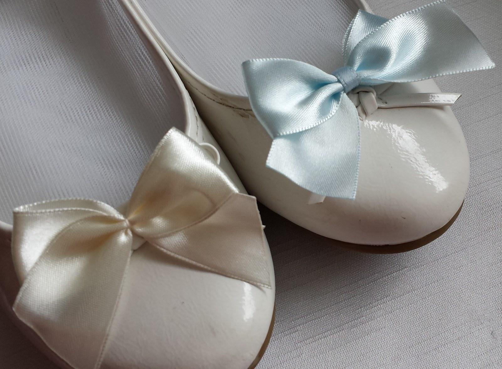 Klipy na boty pro nevěstu s fialovou mašličkou - Obrázek č. 2