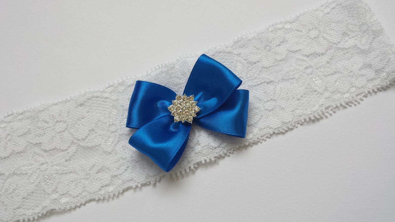 Bílý krajkový podvazek s mašličkou - Obrázek č. 1