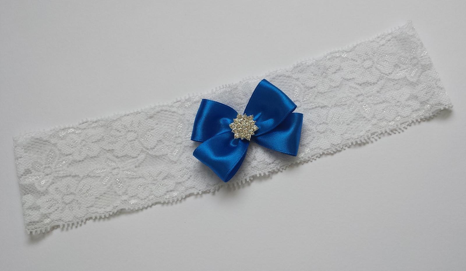 Bílý krajkový podvazek s mašličkou - Obrázek č. 2