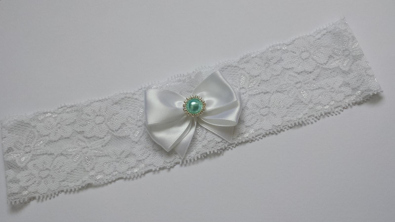 Bílý krajkový podvazek s bílou mašličkou - Obrázek č. 1