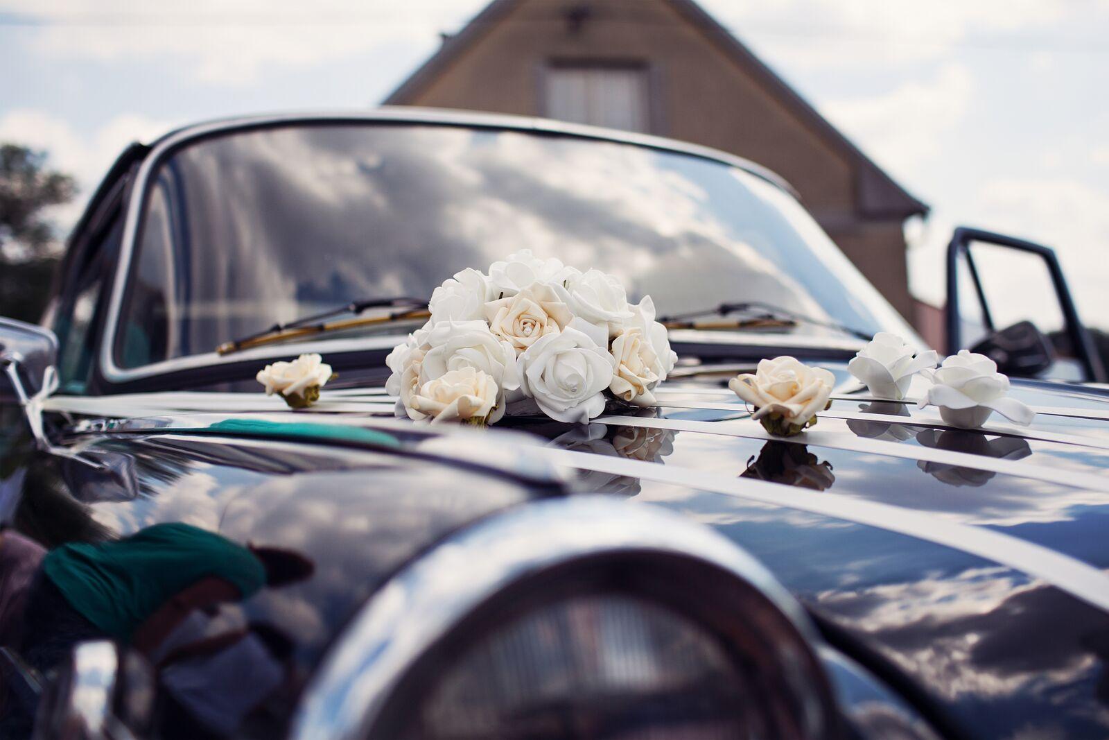 Cylindr na svatební auto - bílé růže - Obrázek č. 3