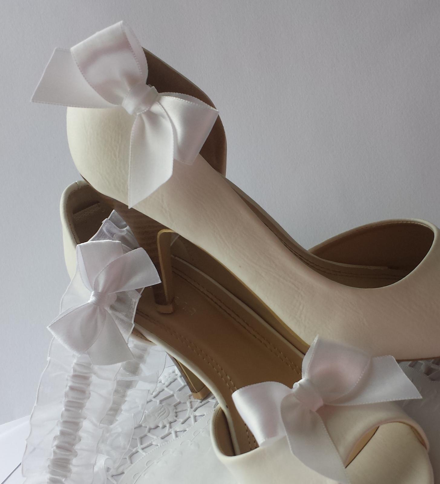 Klipy na boty s bílou mašličkou  - Obrázek č. 1