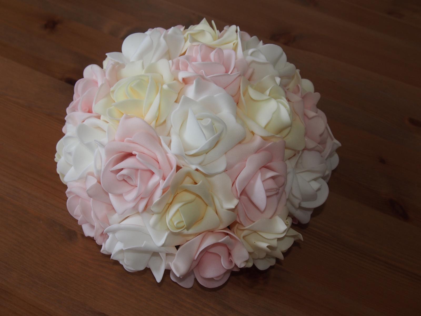Buket na svatební auto bílá+růžová+ivory - Obrázek č. 1