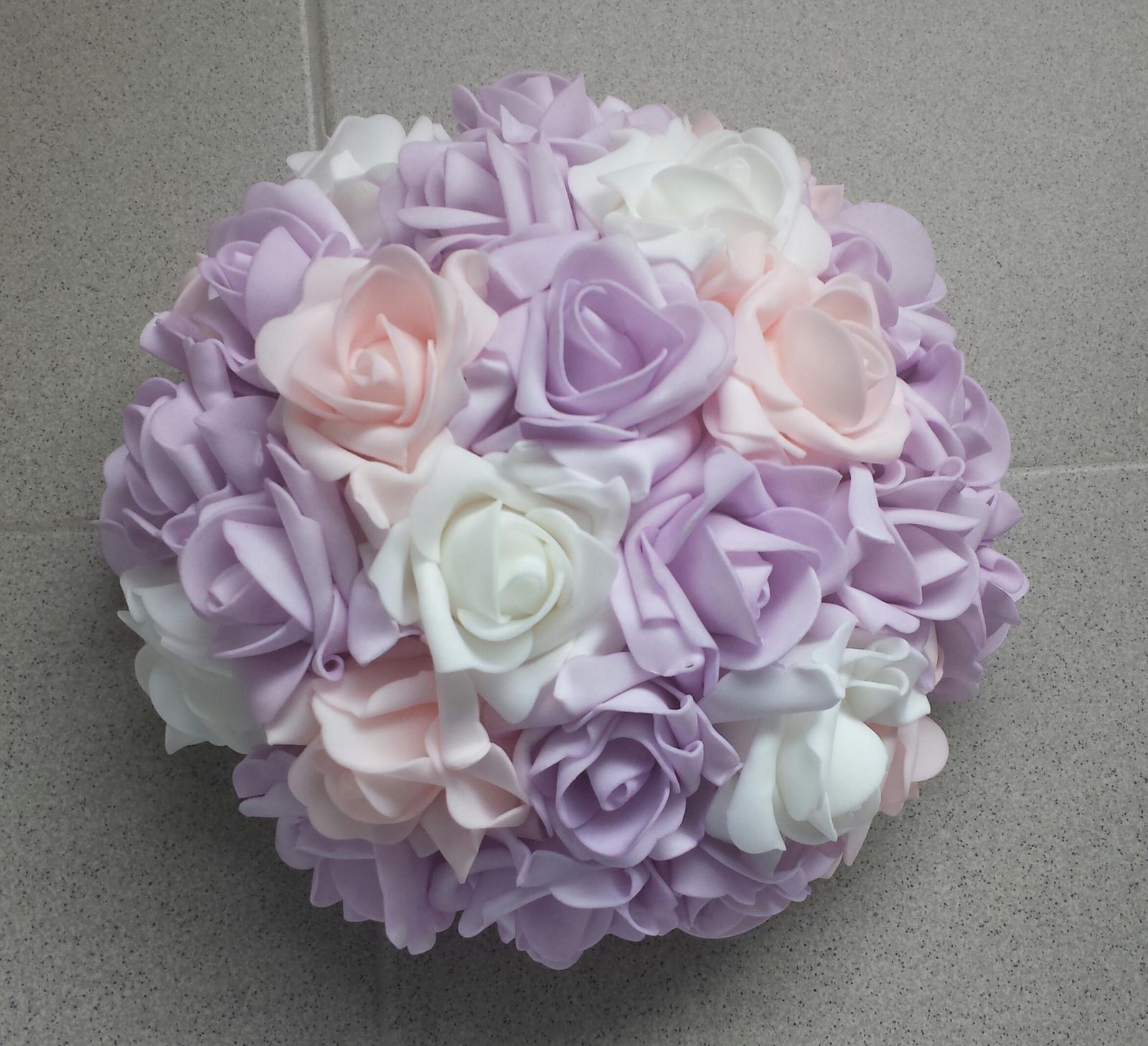 Buket na svatební auto lila, bílá a růžová - Obrázek č. 1