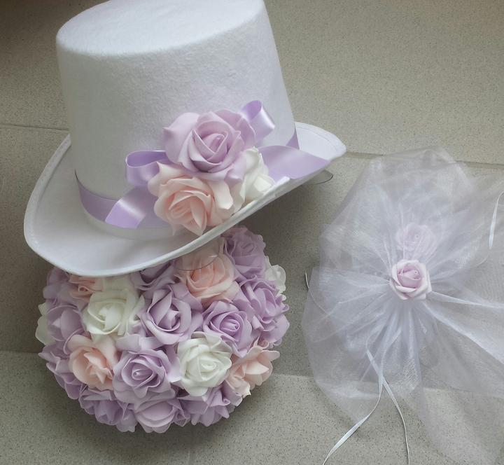 Bílý cylindr na svatební auto-růžová/lila/bílá - Obrázek č. 1
