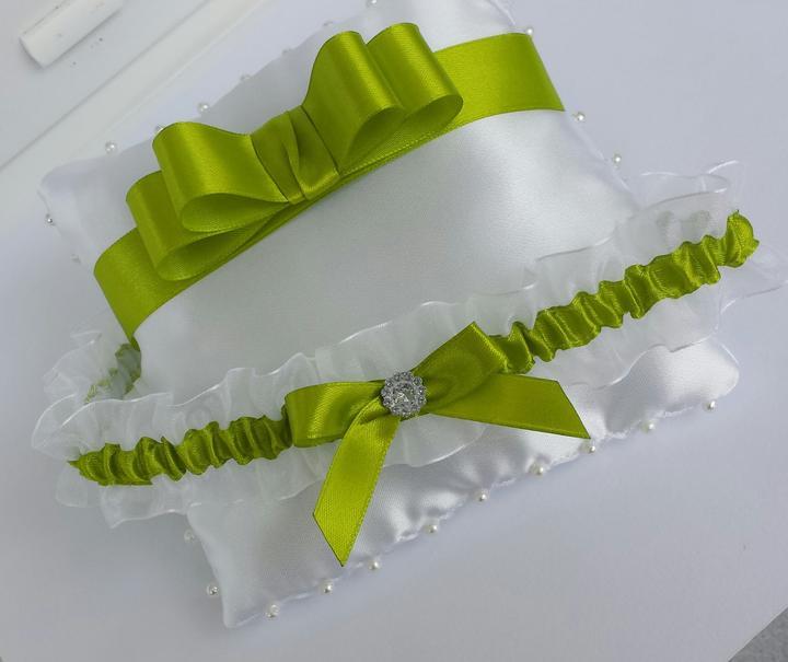 Trávově zelený/bílý šifonovy podvazek - Obrázek č. 1