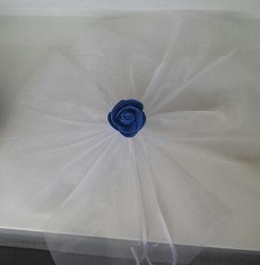 Bílá mašle na zrcátka tmavě modrá květinka vel.M - Obrázek č. 1