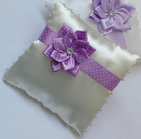 Luxusni ivory polstarek - puntíkatý kanzashi květ - Obrázek č. 1