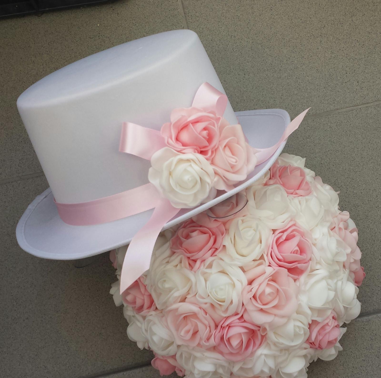 Bílý cylindr na svatební auto - růžová + bílá - Obrázek č. 1
