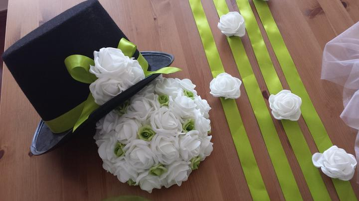 Cylindr na svatební auto - trávově zelená + bílá - Obrázek č. 1