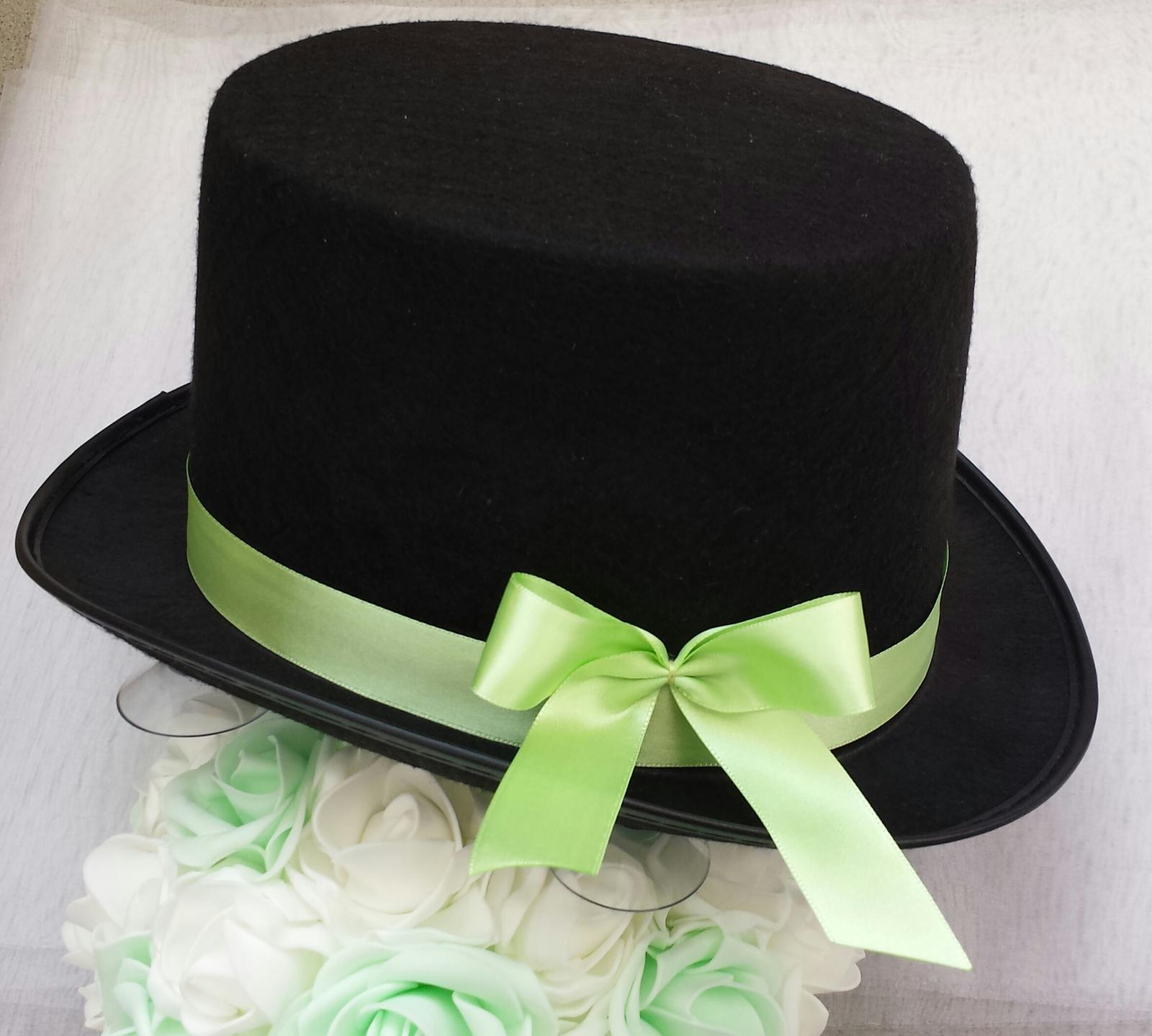Cylindr na svatební auto - jarní zelená - Obrázek č. 1