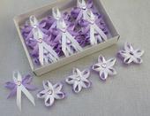 Kvetinkove lila svatební vývazky se srdíčkem,