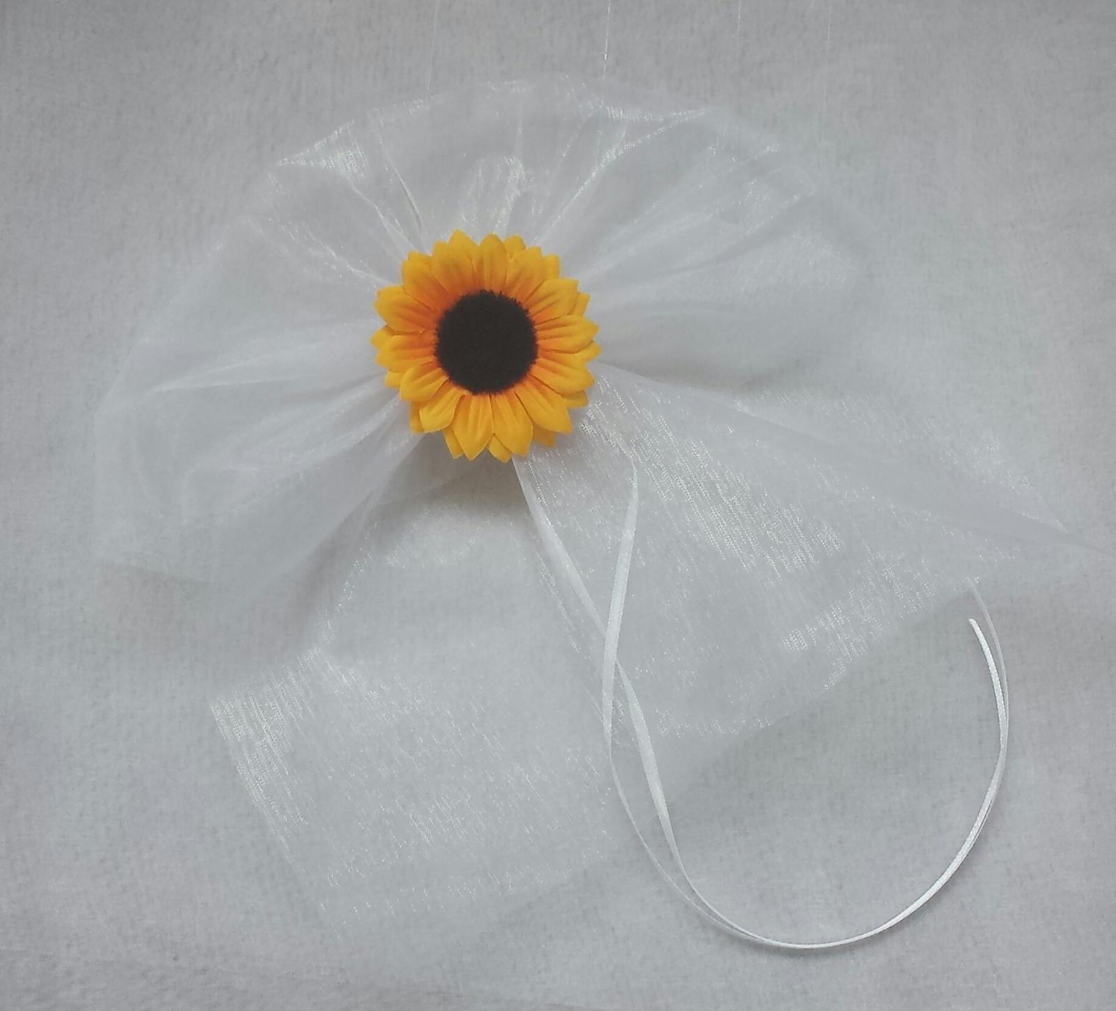 BÍLÁ mašle na zrcátka/kliky se slunečnicí - Obrázek č. 1