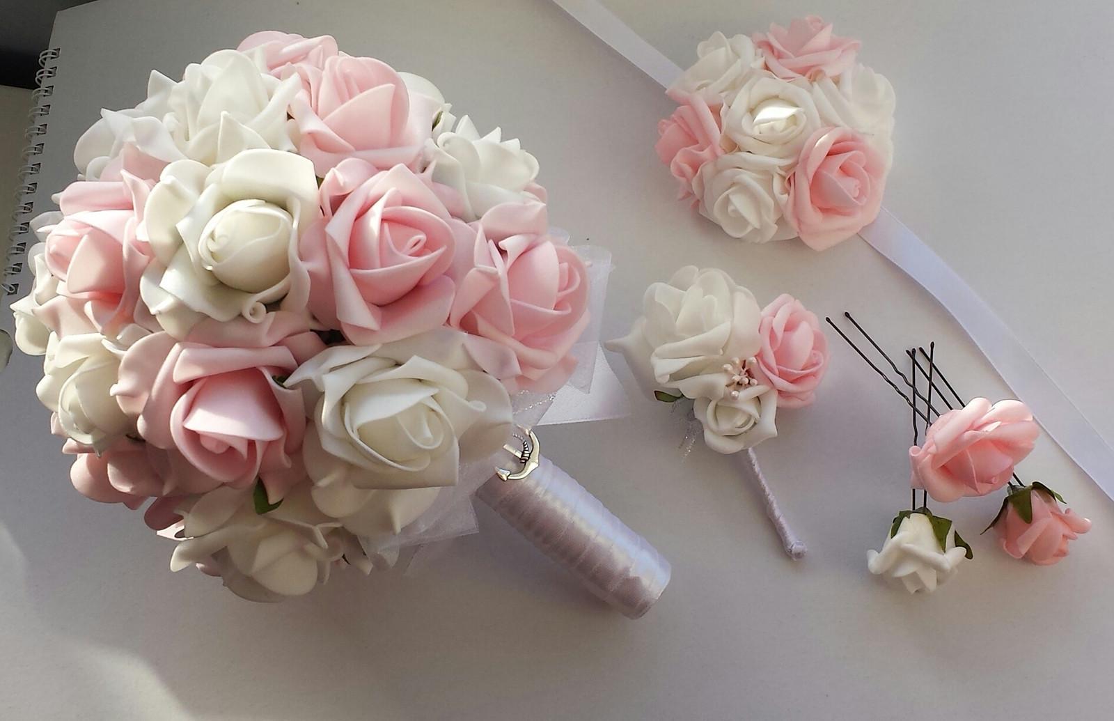Kvetina v barvě růžovobílé - Obrázek č. 1