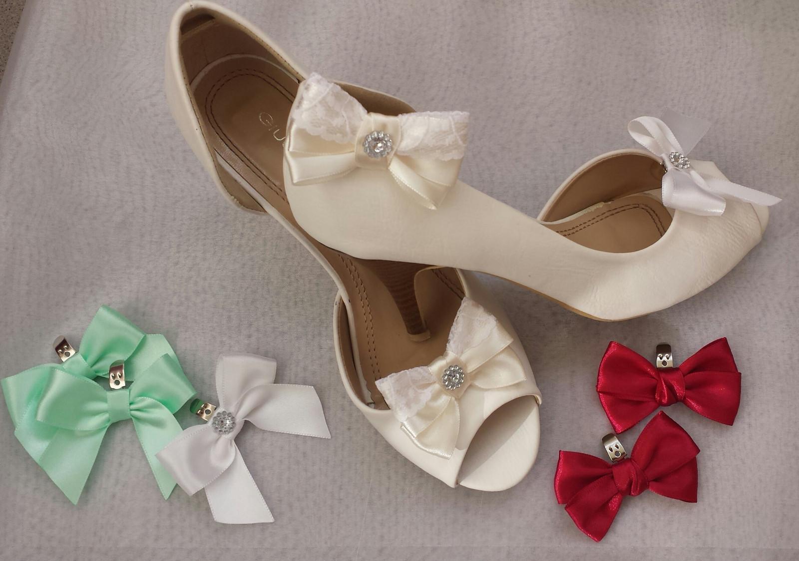 Klipy na boty s krajkou a brožičkou - Obrázek č. 1