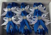 Královsky modré vývazky s brožičkou,