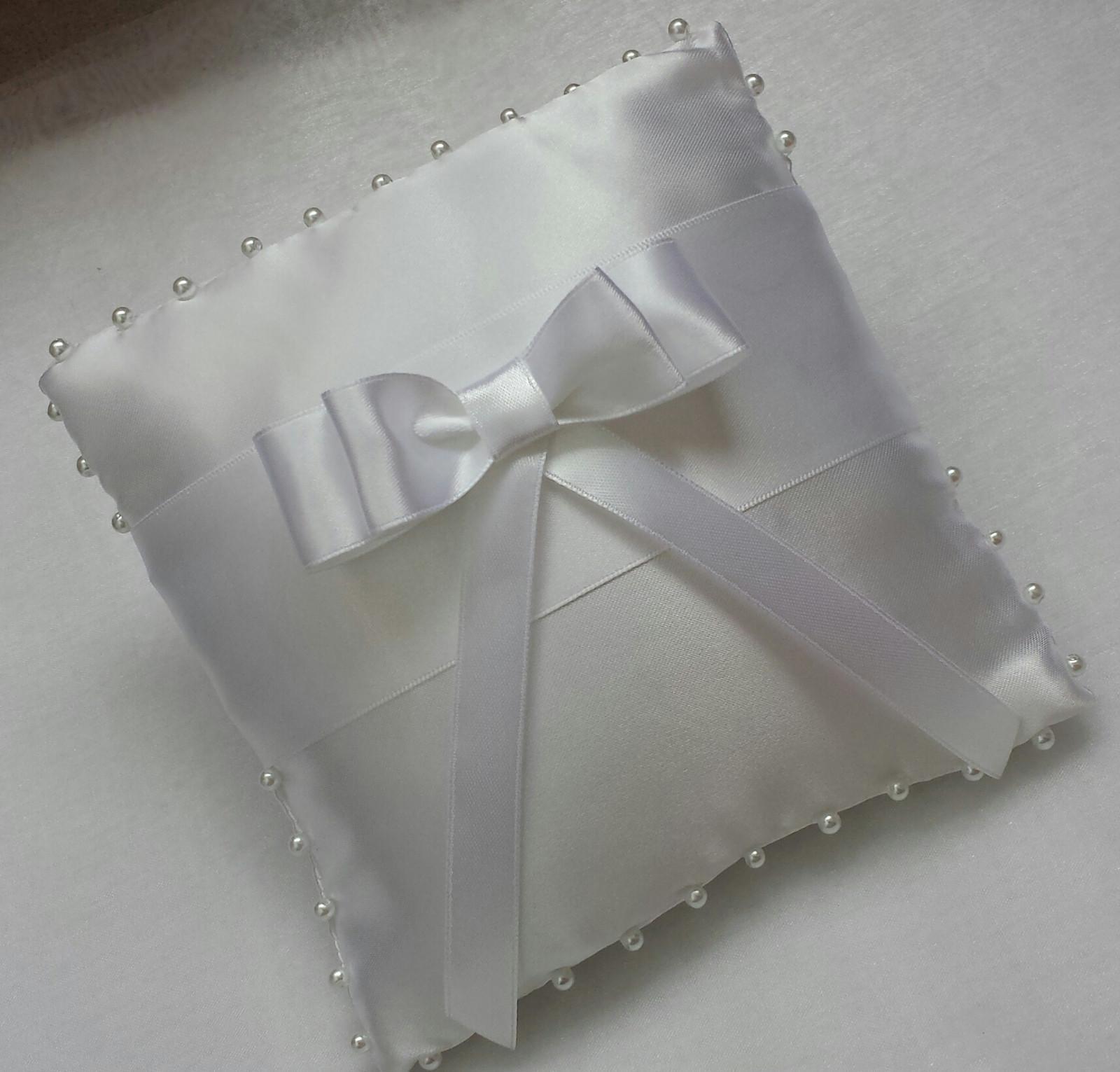 BÍLÝ polštářek pod prstýnky s mašlí - Obrázek č. 1