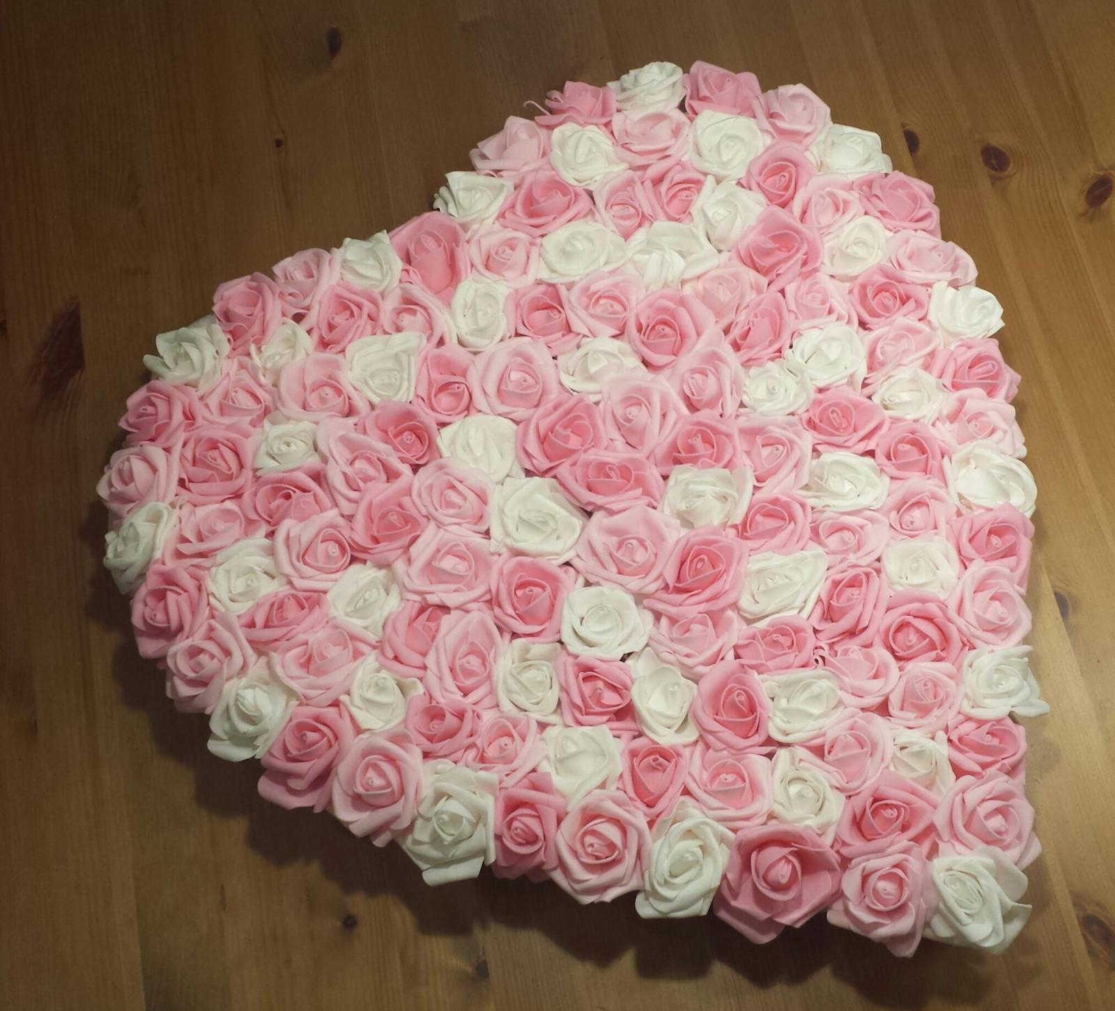 Plné srdce na kapotu odstíny růžové - Obrázek č. 1