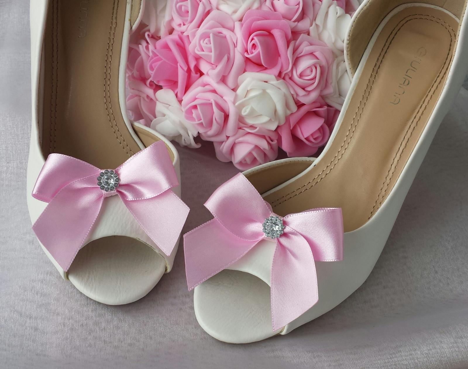 Klipy na boty s růžovou mašličkou a brožičkou - Obrázek č. 1