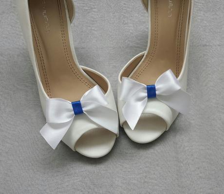 Klipy na boty pro nevěstu s bílomodrou mašličkou - Obrázek č. 1