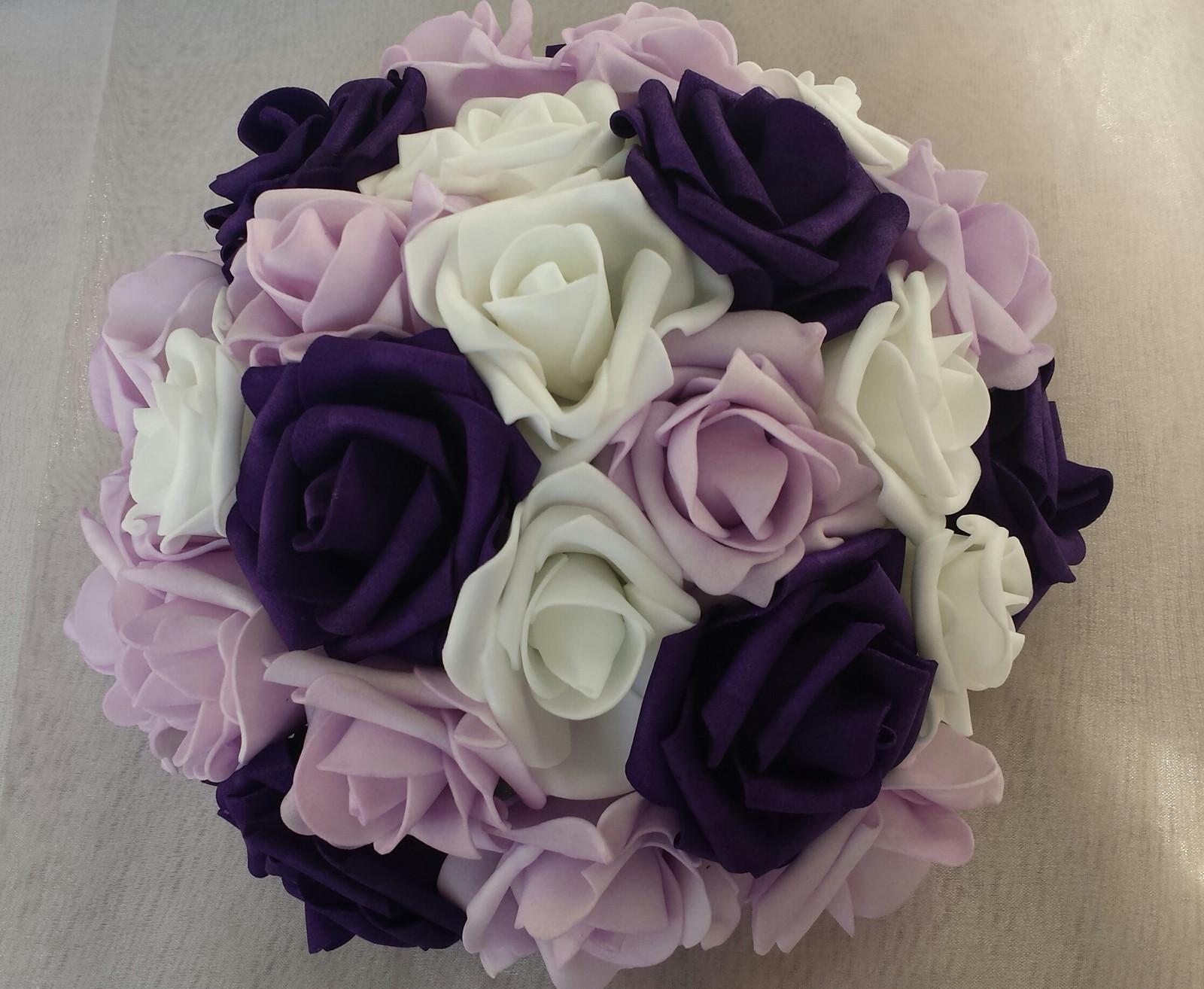 Buket na svatební auto bílá, fialová a lila - Obrázek č. 1