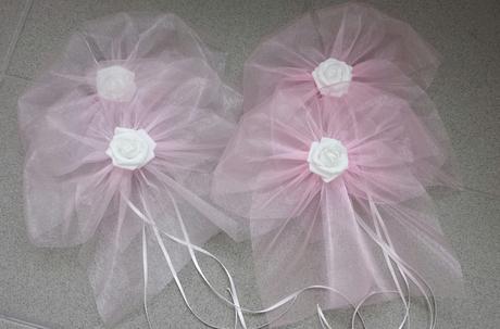 Růžová mašle na zrcátka/kliky bílá květinka - Obrázek č. 1