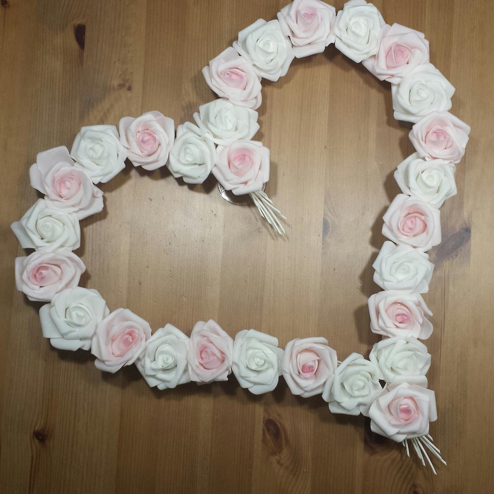 Pedigové srdce na kapotu bílé a růžové SKLADEM - Obrázek č. 1
