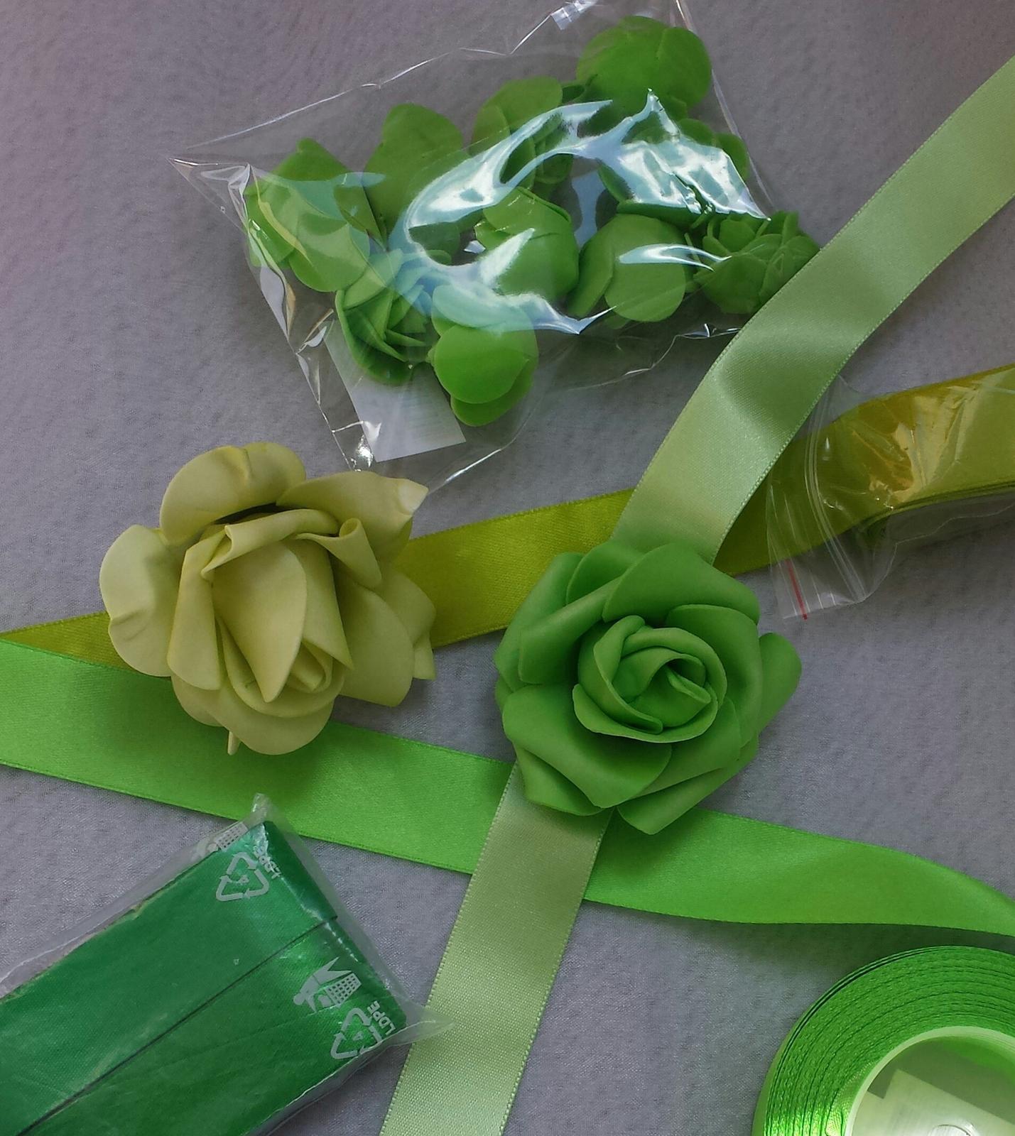 Bílý polštářek pod prstýnky se zelenkavou mašlí - Obrázek č. 2