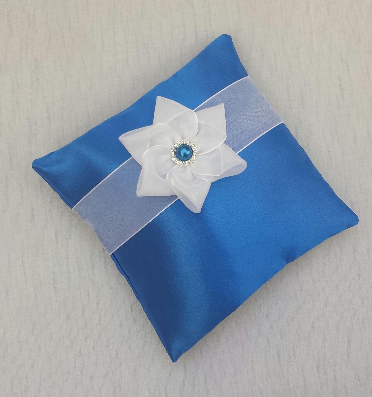 Luxusní modrý polštářek se 3 KANZASHI kvítky - Obrázek č. 1