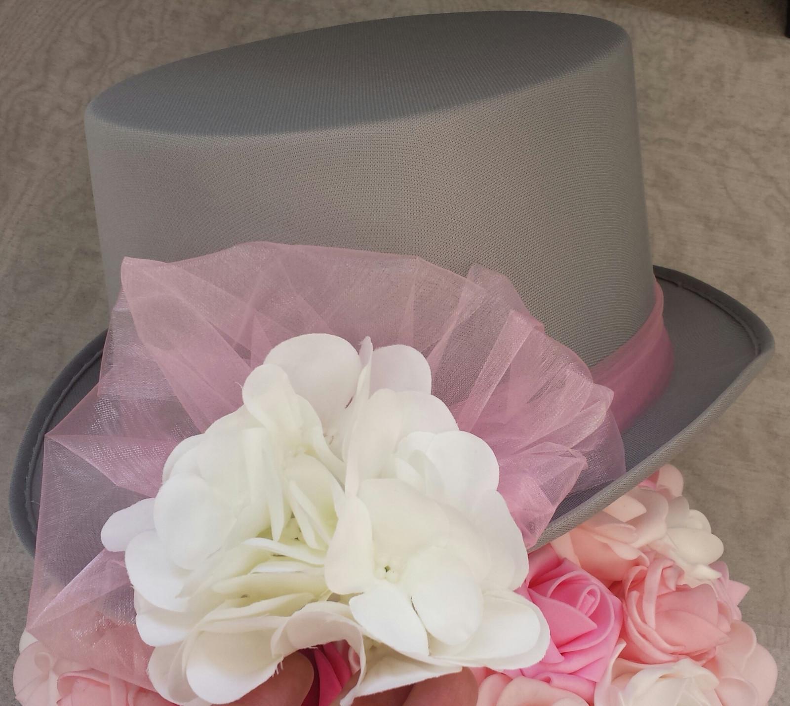 Šedý cylindr na svatební auto - hortenzie - Obrázek č. 1