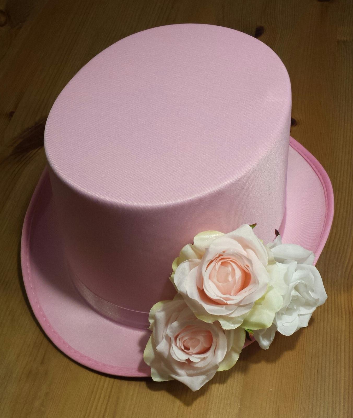 Růžový cylindr na svatební auto - růže - Obrázek č. 1