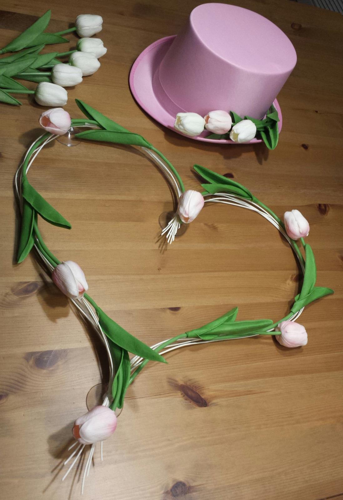 Růžový cylindr na svatební auto - tulipany - Obrázek č. 1